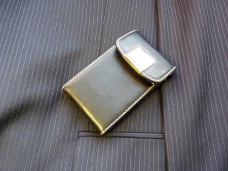 �lite: Caso elite in pelle per carte su una giacca Archivio Fotografico