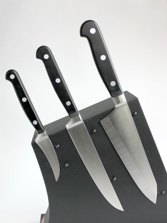 small butt: The cook three kitchen knifes on a magnetic support