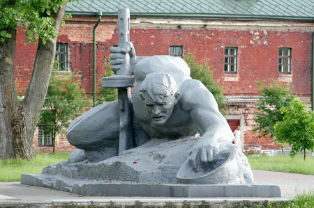 defenders: Monument to defenders of the Brest fortress, risking life extracting water under attack of the enemy