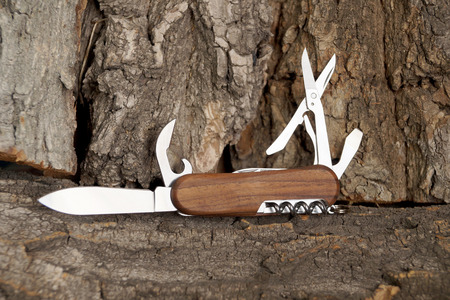 trato amable: Folding multipurpose knife with the wooden handle