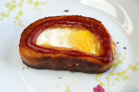 long loaf: Fried eggs fried in a piece of a white long loaf of bread