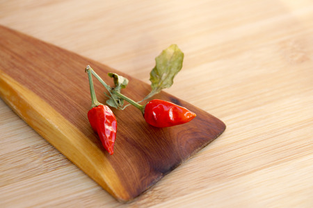 gamme de produit: Scattering of burning small pepper on a chopping board