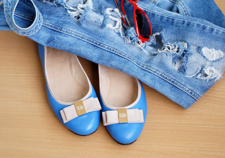 proline: Turquoise womens shoes - court shoes with jeans overalls