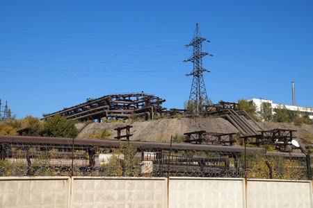 cerrando negocio: Factory territory with industrial overpasses and a mast of power lines Foto de archivo