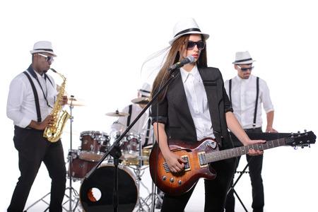 Band of muzikanten met instrumenten. geïsoleerd op witte achtergrond