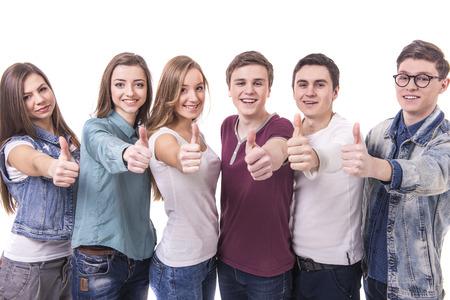 まで親指で友人の若いグループを笑って幸せ。白地に分離されました。 写真素材