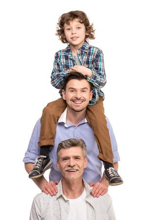 Generatie portret. Grootvader, vader en zoon, geïsoleerd tegen een witte achtergrond. Stockfoto