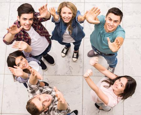 terapia de grupo: Las personas adictas tienen buen tiempo juntos en la terapia de grupo especial.