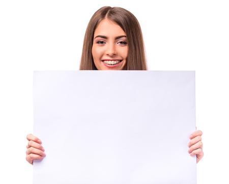 Porträt einer schönen Frau mit Klammern auf den Zähnen, isoliert auf einem weißen Hintergrund Standard-Bild - 47179019