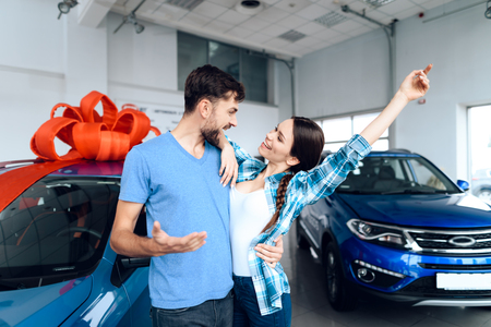 A man makes a gift - a car to his wife. 스톡 콘텐츠