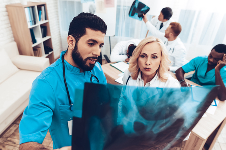 Latine Doctor And Women Medical With Pelvis X-ray Results. Multinational Medicals. Professional Consulting. Patients Test Results. Young Specialists. Clinician Team Group. Physician Assistants. Stockfoto