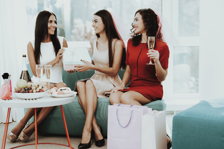 Girls Are Drinking Champagne Before Hen-Party. Present Concept. Pre-wedding Care. Open The Box. Beautiful Shiny Smile. Resting With Bride. Sunny Day. Good Mood. Young And Attractive.