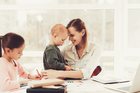 Mom Plays With A Baby. Daughter's Homework Task. Educational Childhood. Studying At Home. Knowledge Receiving. Information Writing. Open Textbook. Smart Kid. Family Holiday Concept. Banque d'images - 109389780