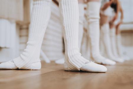 Ballet Training of Group of Young Girls Indoors. Classical Ballet. Girl in Balerina Tutu. Training Indoor. Cute Dancers. Performance in Hall. Dancing Practice. Girls in White Dresses. Foto de archivo - 110178873