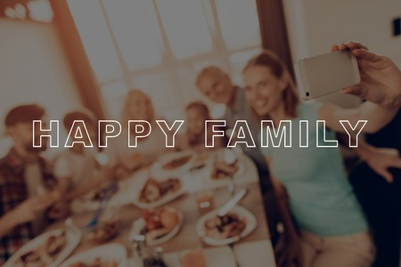 Holiday. Selfie. Smartphone. Traditional Dinner. Have Fan. Family. Cups of Tea. Baked Turkey. Happy Family. Thanksgiving Day. Together at Home. Autumn Feast. Celebrating Holiday. Delicious Food. Imagens
