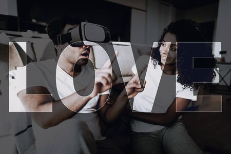 Afro American Couple With Virtual Reality Glasses. Weekend Concept. Morning Leisure. Have A Break. Look On The Screen. Фото со стока - 136285897