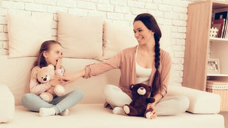 Mother Have Fun with Daughter. Kids Home Games. Rest at Home. Child Development. Mom and Daughter Play. Happy Mom and Child in Pajamas. White Sofa. Standard-Bild