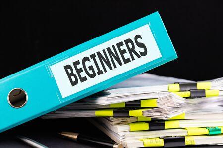 Word Beginners is written on a folder on a dark table. Imagens
