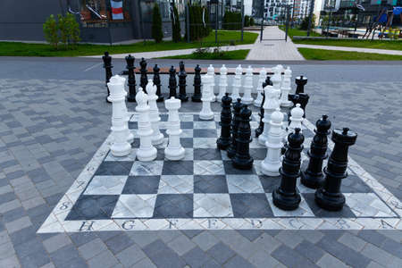 Large chess pieces on the street. Game of chess. Archivio Fotografico - 155924811