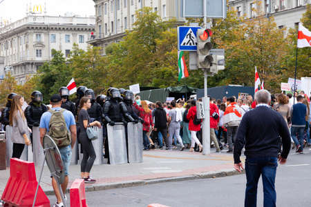 Minsk, Belarus - September 20, 2020: an elite police officer protects the area from protesters. Archivio Fotografico - 156131297