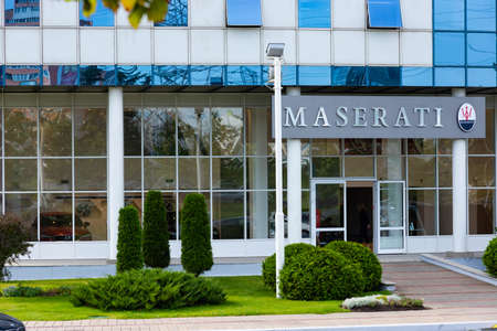 Minsk, Belarus - September 20, 2020: Maserati car shop, brand logo, in a modern city. Archivio Fotografico - 156499709
