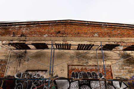 Minsk, Belarus - September 20, 2020: Renovation of an old building in the city. Archivio Fotografico - 156499680