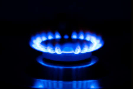 Gas flame, burning burner of a gas stove on a black background. Banque d'images