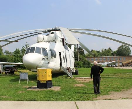 nazioni unite: Kiev, Ucraina-16 maggio: United Nations elicottero Mi-26 Halo trasporto pesante a livello di Stato Aviation Museum il 16 maggio 2012 in Kiev, Ucraina Editoriali