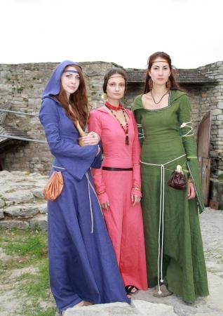 highlander: Kamyanets-Podilsky-02 de junio: Las niñas en trajes durante Forpost (The Outpost) Festival de la Cultura Medieval el 2 de junio, Ucrania Editorial