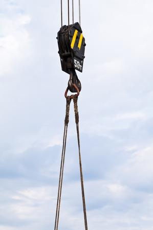 slings: Hook crane with slings