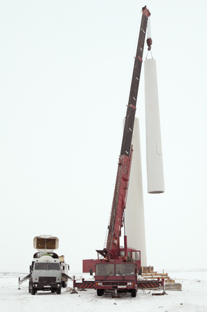 heave: Installation of a wind turbine tower using a crane