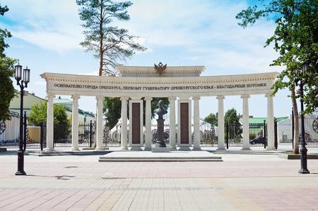 オレンブルク。Neplyuev の最初の知事の記念碑。ロシア。20140628 写真素材