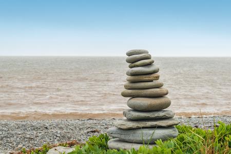 enrage: Stone sculpture Inukshuk (Cape Enrage, New Brunswick, Canada)