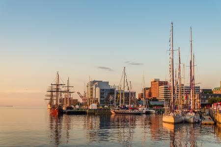 Halifax in de vroege ochtend (tijdens het Nova Scotia Tall Ship Festival 2017) Redactioneel