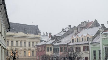 Sibiu, Rumania - 27 de noviembre de 2017: Primera nieve en Sibiu, Rumania, Transilvania Editorial
