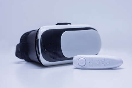 Remote control in the background of glasses for virtual reality and 360-degree video Standard-Bild