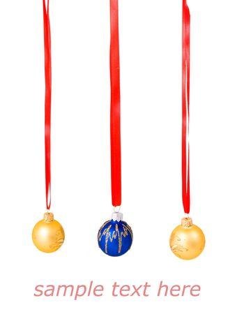 Boules de nouvelle année isolées sur les noeuds