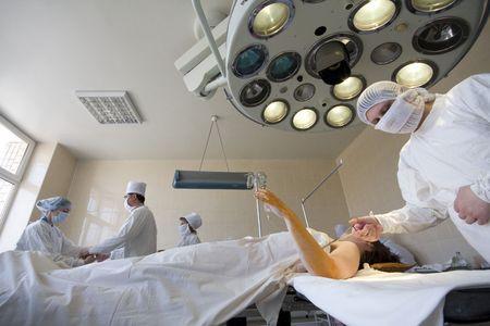 hmo: Chirurgo sta preparando per il funzionamento sul braccio Archivio Fotografico