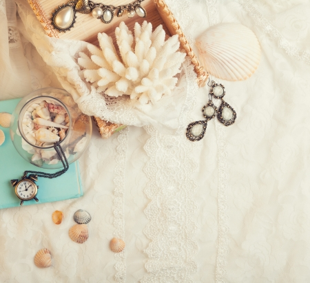 vanil: Vintage background with seashells, watch and jewelry