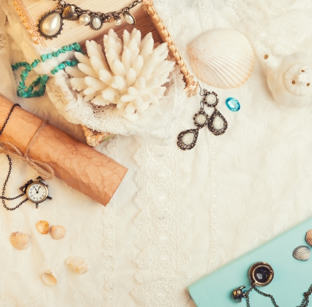 vanil: Vintage background with seashells, paper scroll, watch and jewelry. Romantic photo Stock Photo