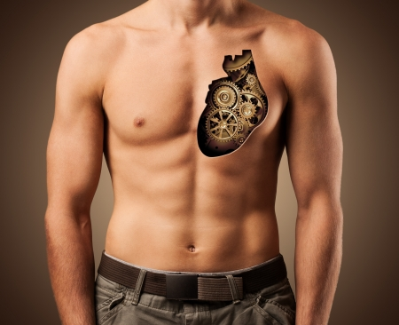 young at heart: Bella torso maschile cuore umano sano