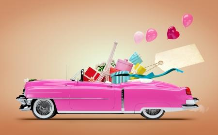 Retro auto met Aankopen en mode dozen Shopping Car Stockfoto