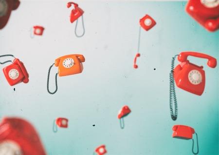 無重力状態で飛んで電話ヴィンテージ電話します。