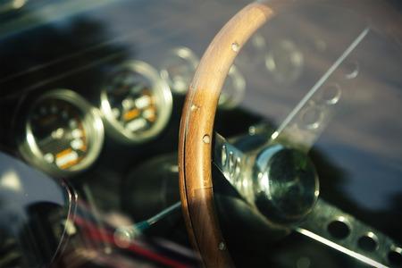アメリカの古典的な車の内装写真