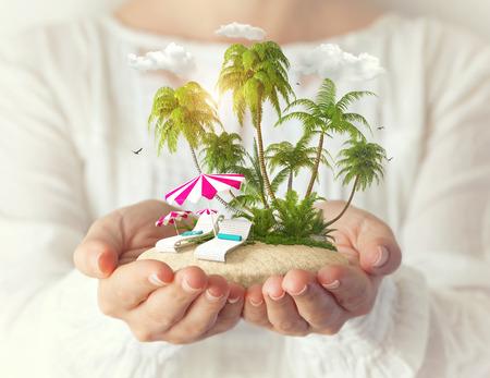 여성의 선베드와 야자수 작은 환상적인 섬 스톡 콘텐츠