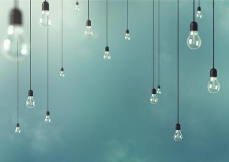 Foto Opknoping gloeilampen met scherptediepte. Moderne kunst
