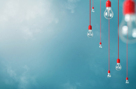 semaforo rojo: Foto de colgar las bombillas con la profundidad de campo. El arte moderno