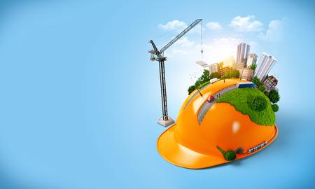 albañil: Ciudad en el casco de la construcción. Concepto de construcción inusual