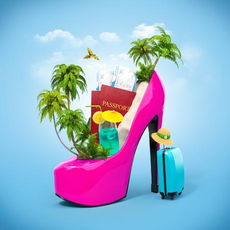 maletas de viaje: Isla tropical en el zapato de las mujeres. Ilustración de viaje inusual Foto de archivo