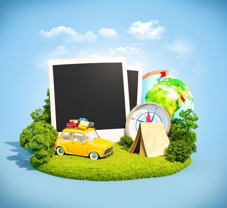 viajes: Fotos vacías, coche retro y equipo de viaje en un prado verde. Acampar.